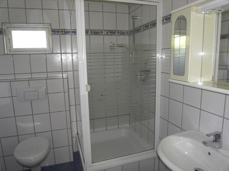 bruch immobilien doppelhaush lfte mit separatem. Black Bedroom Furniture Sets. Home Design Ideas