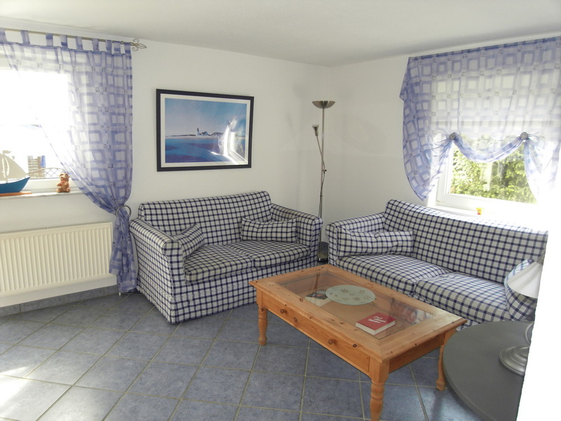 bruch immobilien doppelhaush lfte mit separatem gartenbungalow 576 aus timmendorfer strand. Black Bedroom Furniture Sets. Home Design Ideas
